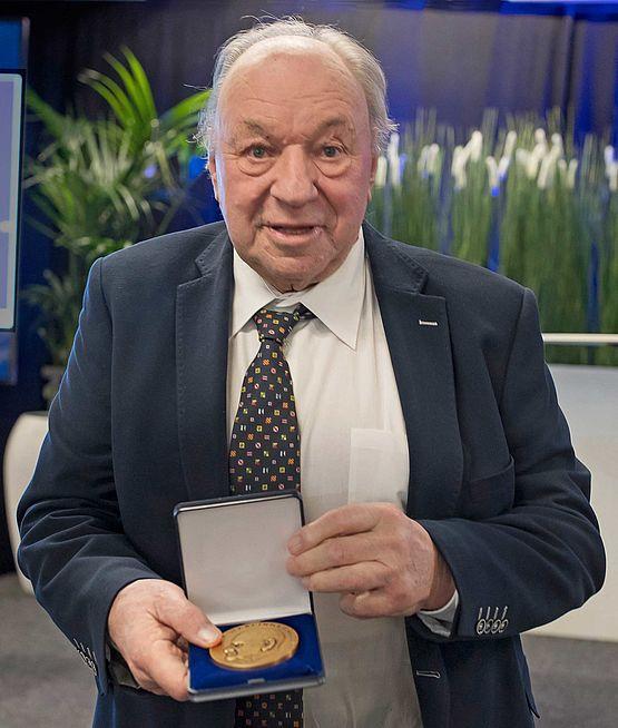 Medal to Christoph Rassy