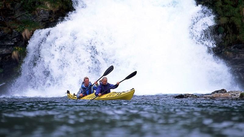 Kayak nei fiordi - Foto: Terje Rakke – Nordic Life AS - Fjord Norway